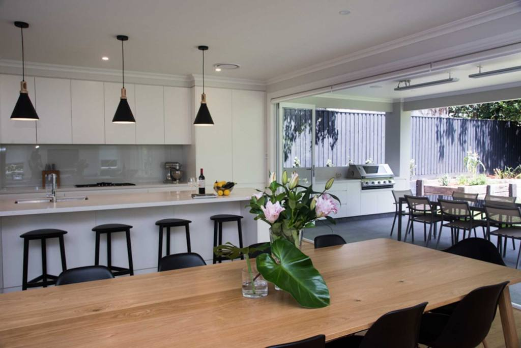 Lindfield Home - Dinning, Breakfast Bar & alfresco BBQ Outdoor Area